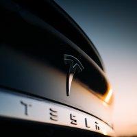 В Техасе полицейские подали в суд на Tesla из-за аварии