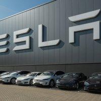 В США начали проверку аварий с участием Tesla