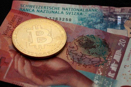 Биткоин обогнал по капитализации швейцарский франк