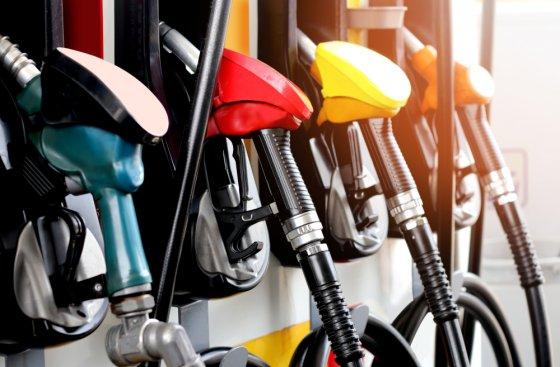 Цена бензина АИ-95 на торгах в России второй день подряд обновляет рекорд