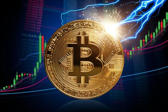 Стоимость биткоина достигла рекордных $65,9 тыс