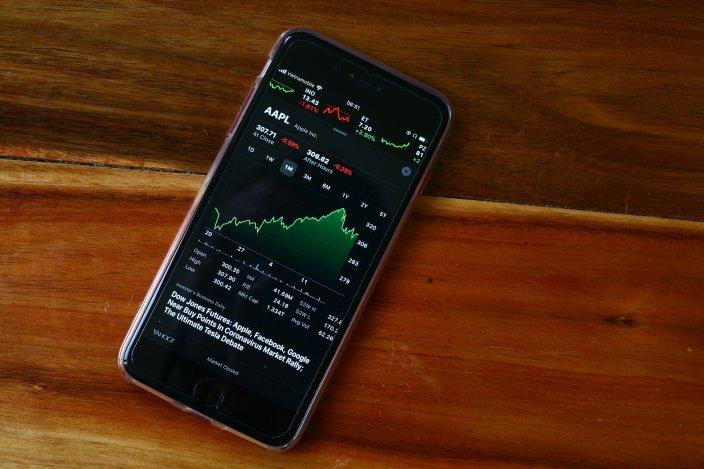 Apple и Microsoft стали первыми компаниями в мире с капитализацией $1,5 трлн