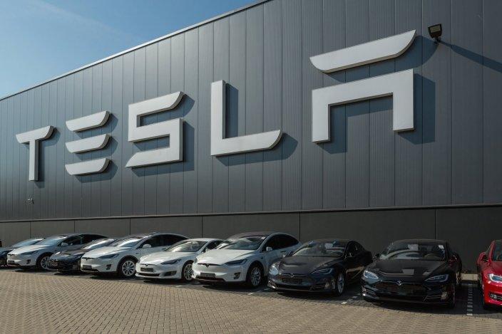 Акции Tesla выросли на фоне квартального отчета
