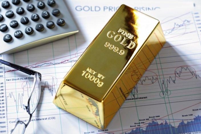 Цена золота превысила $1800 впервые за 8 лет