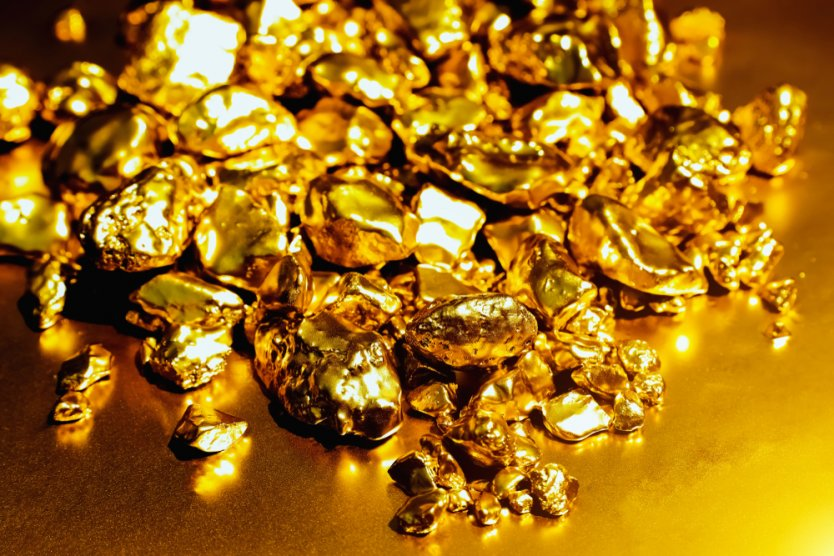 Pure gold ore isolated on Reflection background