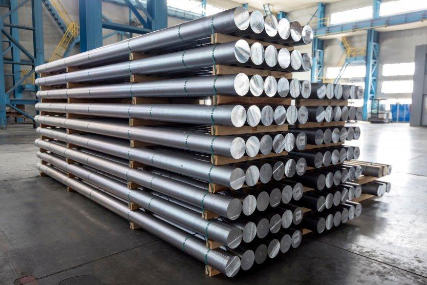 Aluminium tubes in a warehouse