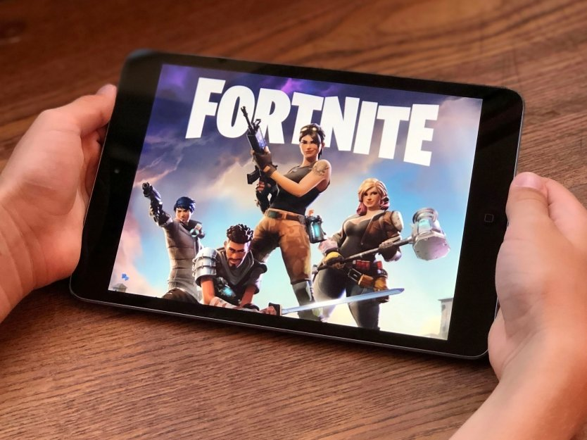 Fortnight game app on a smarthphone screen