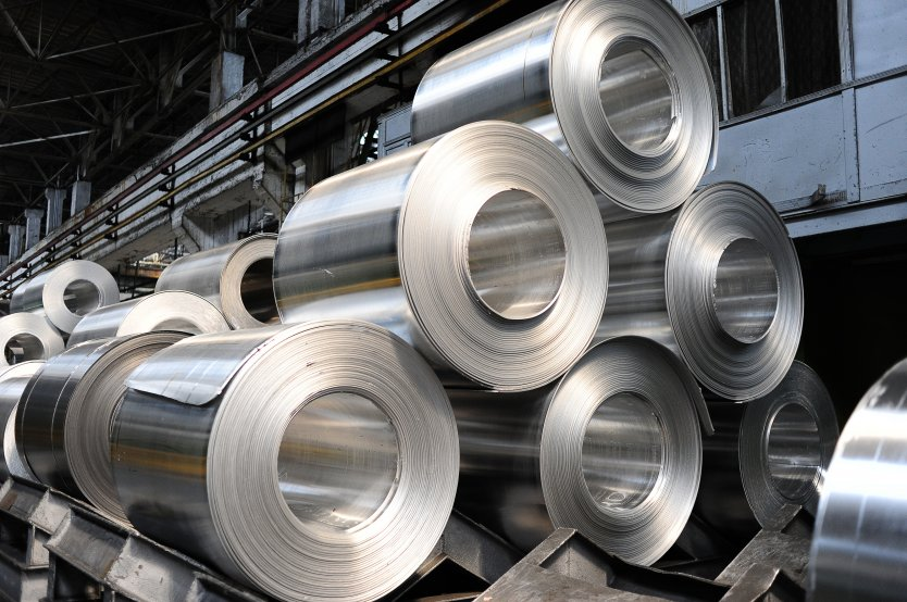 Rolls of aluminium sheet metal in a production facility