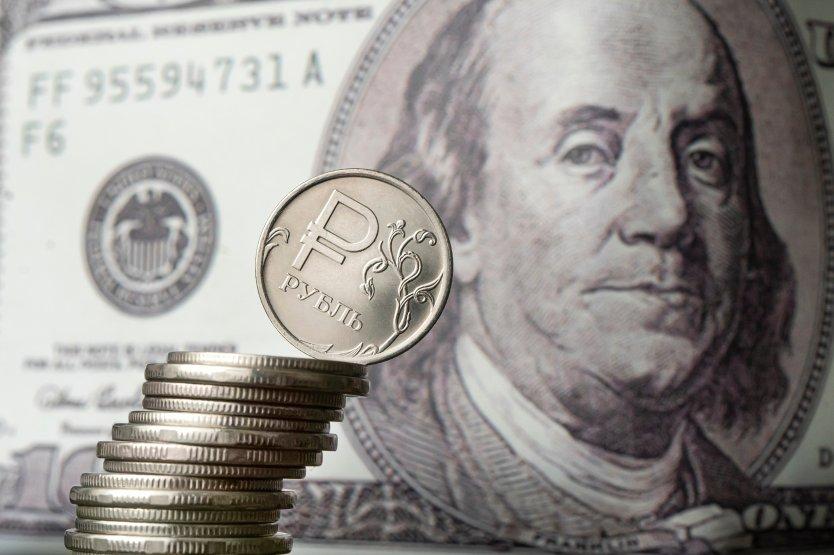 Эксперт «ФИНАМ»: рубль может укрепиться к доллару до Нового года