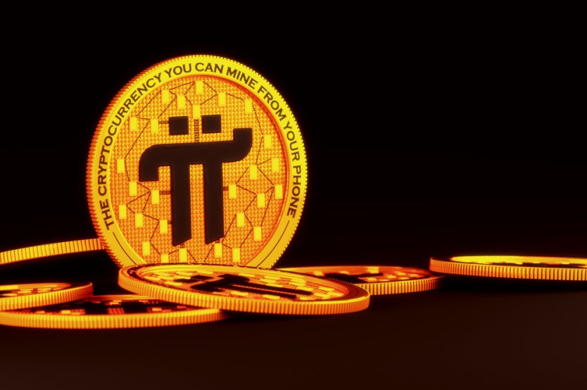 Una rappresentazione di una moneta d'oro della Rete Pi in piedi sul bordo tra una pila di gettoni
